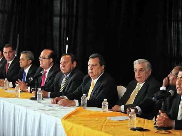 La decisión de Andrés Manuel López Obrador de dar rumbo a su movimiento, enmarcó la cumbre nacional del PRD. Foto: Tomás Martínez / Reforma