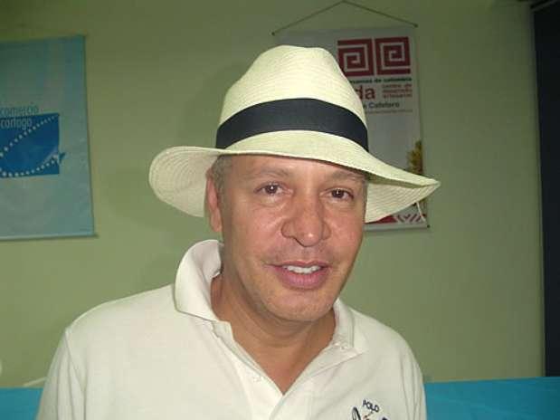 Hernán Zajar.  El reconocido diseñador colombiano también fue anunciado para participar en el reality, en el que dos grupos se enfrentarán por vivir en las comodidades del futuro y no sufrir las incomodidades del pasado. Foto: Difusión