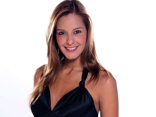 Laura Acuña. La presentadora y modelo colombiana  es una de las cartas fuertes para conformar la nómina de famosos  de 'Mundos Opuestos'.  La otra mitad de los participantes será escogido a través de convocatorias por todo el país. Foto: PRENSA RCN