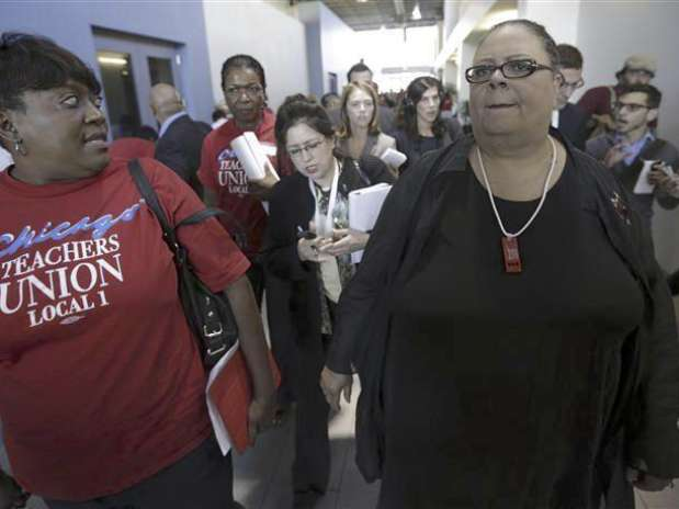Chicago Teachers Union President Karen Lewis (R) leaves a press conference on the fifth day of their strike in Chicago, September 14, 2012.