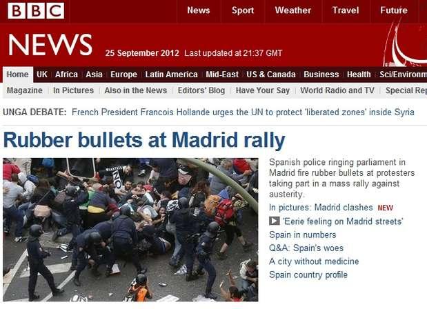 """""""Balas de goma contra la manifestación de Madrid"""" es el titular escogido por la cadena británica BBC para ilustrar la protesta del 25S en la capital. Foto: BBC"""