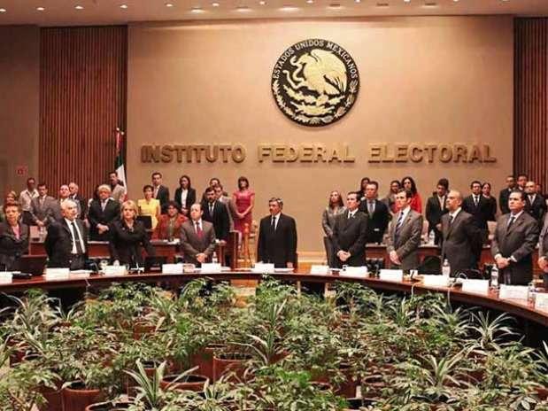 Leonardo Valdés, presidente del IFE, reconoció la destacada trayectoria de Lujambio como servidor público. Foto: Luis Castillo / Reforma