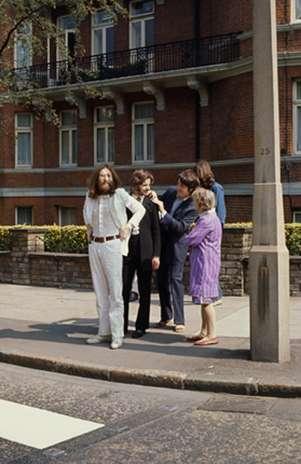 En las fotografías se ve a Macca, John Lennon, Ringo Starr y George Harrison momentos antes de cruzar el famoso paso de cebra. Foto: paulmccartney.com