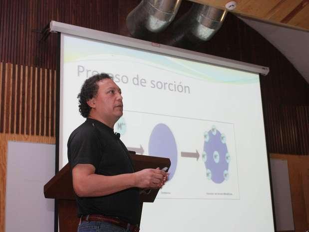 José Luz González estudia la biosorción desde 1997 y ha colaborado con las universidades Complutense de Madrid y Autónoma del Estado de México, y hoy día con el Instituto Tecnológico de Toluca. Foto: Cortesía UNAM