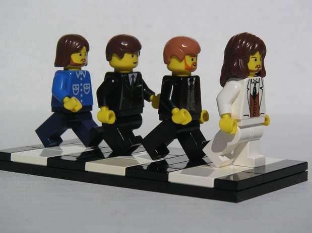 """El famoso cuarteto de Liverpool, The Beatles, como en la icónica portada del álbum """"Abbey Road"""", de 1969. Así te presentamos a John Lennon, George Harrison, Paul McCartney y Ringo Starr. Foto: flickr.com/photos/dunechaser"""