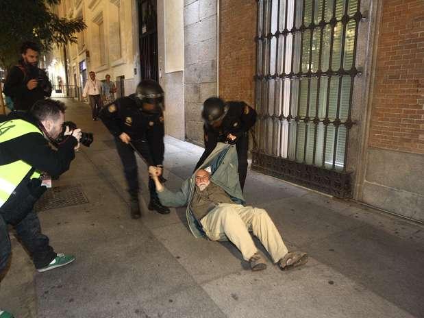 Enfrentamientos ante el Congreso entre manifestantes del 25S y policía Foto: EUROPA PRESS