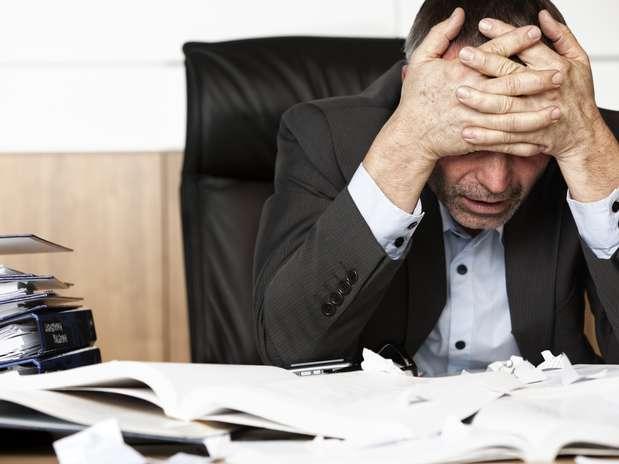 Las personas que viven en un constante estrés en sus lugares de trabajo tienden a no hidratarse bien y a no establecer horarios de comida, potencializando así el lento tránsito intestinal que se termina convirtiendo en estreñimiento. Foto: Thinkstock