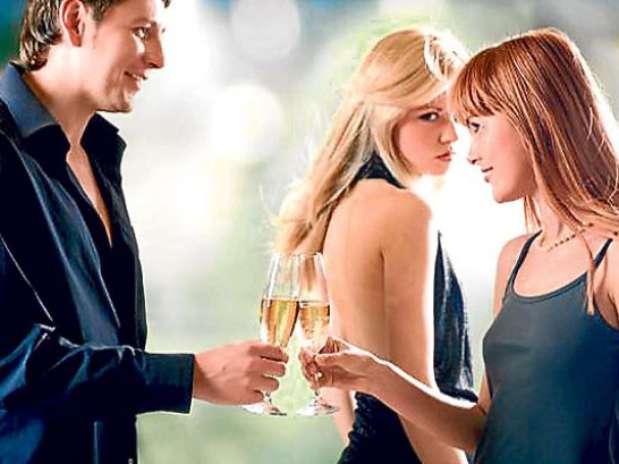 Si tienes una amiga que se la pasa envidiando tu vida, la pareja que tienes o lo que posees, es mejor que te alejes de ella. Foto: Getty Images
