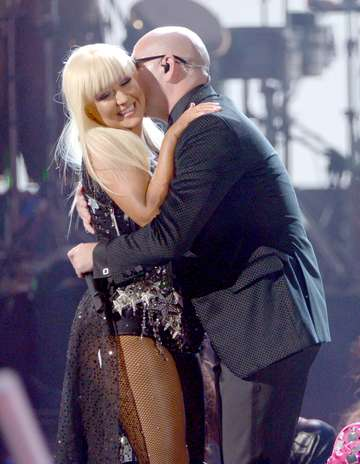 [Video] Christina Aguilera - Lotus/Army Of Me/Let There Be Love + Feel This Moment (live en AMAs 2012) - Página 2 Get?src=http%3A%2F%2Fimages.terra.com%2F2012%2F11%2F19%2Fpitbull-christinaaguilera-6