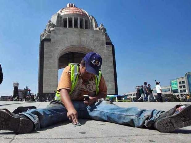 En su propuesta, el diputado Diez Franco señala que los Gobiernos tienen que destinar recursos para retirar los chicles de la vía pública. Foto: Archivo / Reforma