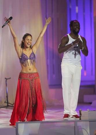 Shakira deleitó con sus bondades al rapero Wyclef Jean durante los Billboard Latin Music Awards 2006. Foto: Getty Images