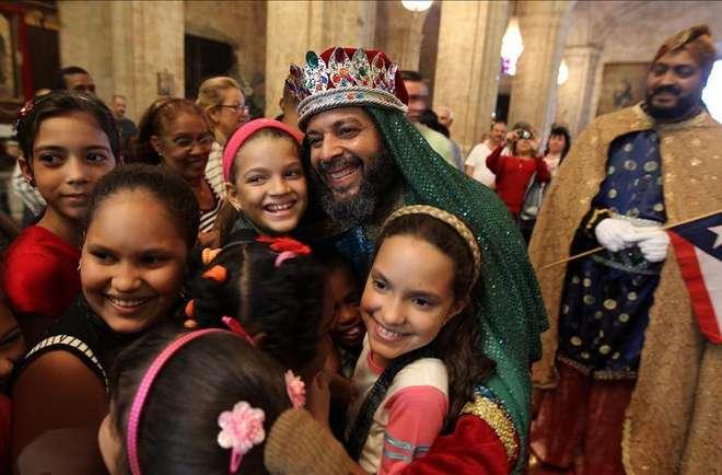 Reyes-magos-de-Puerto-Rico-con-niños-cubanos.