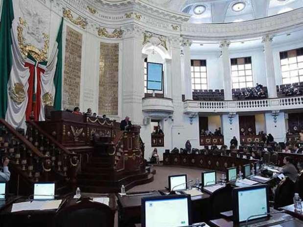 Antes de la aprobación y al no haber acuerdos, la sesión en la ALDF entró en receso durante 20 minutos. Foto: Reforma