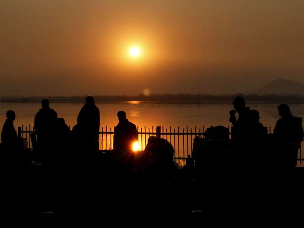 La última puesta de sol del año en Dal Lake, India.