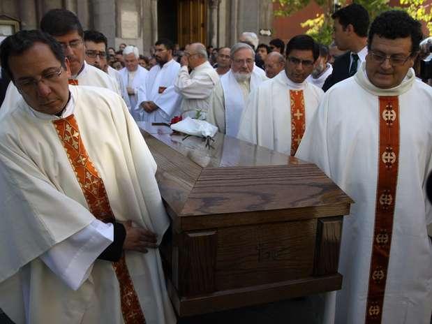 Hoy en la Parroquia San Lázaro, el arzobispo de Santiago, Ricardo Ezzati, encabezó la misa fúnebre del padre Baldo Santi Foto: UPI