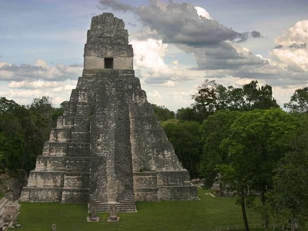 Tikal: Este templo maya se ubica en Guatemala y es el más famoso alrededor del mundo. Es reconocido por albergar unas de las pirámides mayas más alta (47 metros). Foto: Shutterstock