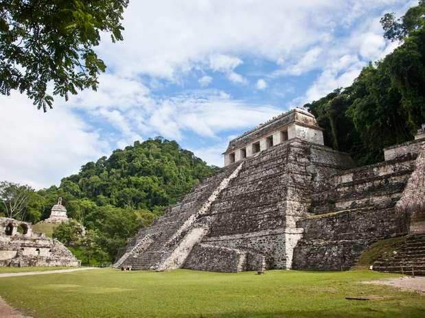 El Templo de las Inscripciones: Es un templo ceremonial-funerario construido en el año 675 d.C. por la civilización maya, siendo una de las edificaciones más altas y de más importancia de las construcciones antiguas (22,8 metros de altura). Situada actualmente en el estado mexicano de Chiapas. Foto: Shutterstock