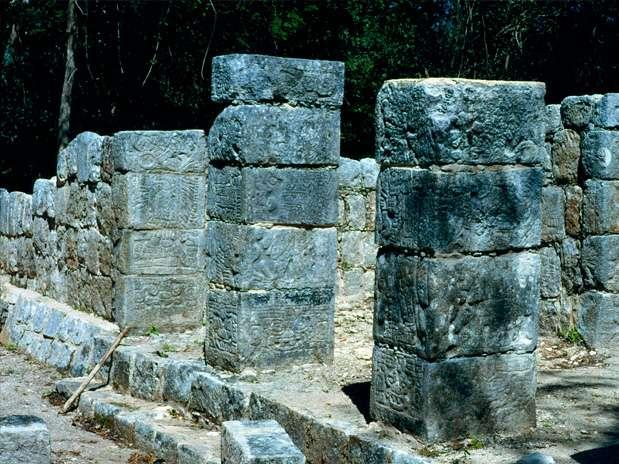 El templo de Xtoloc: Es como un pequeño altar conformado por un unas esculturas con características de entidades sagradas. Este templo se ubica en Chichén Itza, México.  Foto: Divulgação