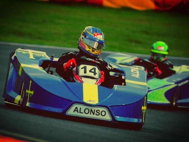 El español Fernando Alonso sigue divirtiéndose en sus vacaciones. Foto: Divulgación