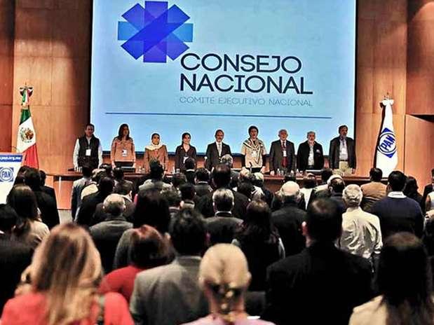 Los consejeros panistas avalaron el pacto firmado por su dirigente, Gustavo Madero, con el Presidente Peña Nieto. Foto: Tomás Martínez / Reforma