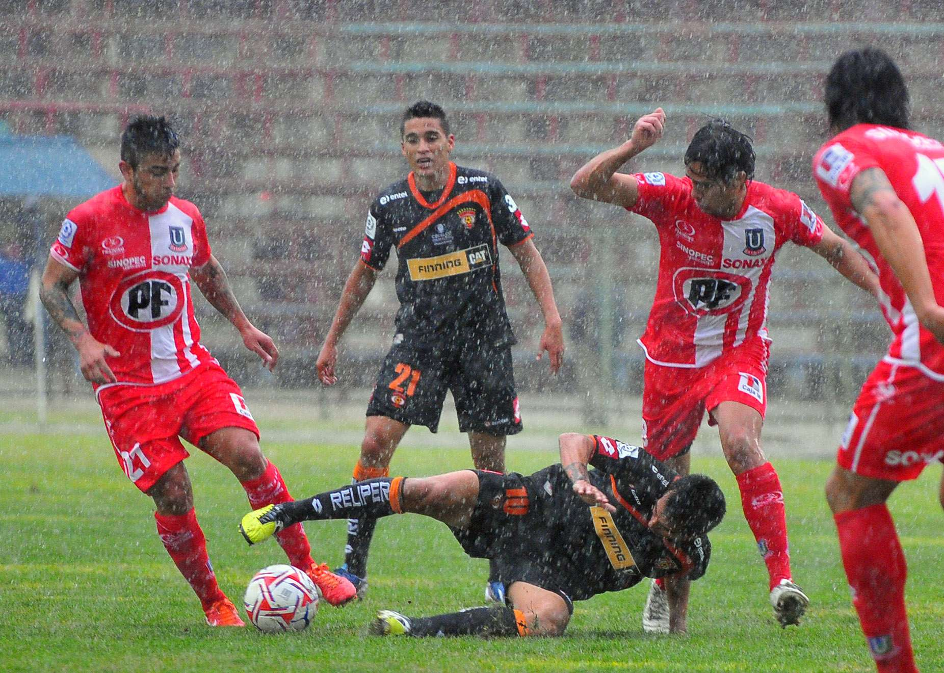 Imgenes del triunfo de Cobreloa bajo la lluvia de La Calera
