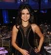 Selena Gomez diz que adora misturar esmaltes brilhantes