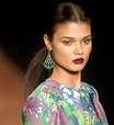 Beauty stylist ensina segredos para não errar com batom bordô