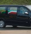 Corpo de Mandela desfila em carro pelas ruas de Pretória