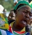 Multidão se aglomera em frente a palácio para adeus a Mandela