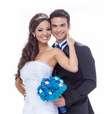 Carol Nakamura e Sidney Sampaio estrelam capa de revista de casamento