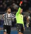 Buffon é expulso, mas líder Juventus arranca empate com Lazio