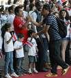 Seleção da Costa Rica é recepcionada por multidão após Copa