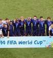 Holanda festeja no DF e recebe medalha das mãos de Blatter