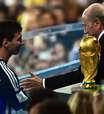 """Blatter se diz """"surpreso"""" com Messi como melhor da Copa"""