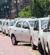 Contra Uber, taxistas param SP e tentam entrar na prefeitura
