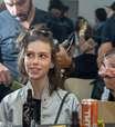 Loucura de criança: modelo conta que já botou fogo no cabelo