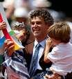 Guga é homenageado em Roland Garros por 20 anos de 1º título