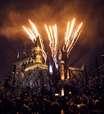 Castelo de Hogwarts ganha show noturno de fogos e projeções