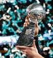 Sob forte segurança, troféu do Super Bowl está em São Paulo