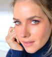 Monique Alfradique faz maquiagem nas cores do BBB21