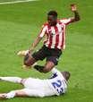 Jogo é paralisado por drone com protesto contra a Eurocopa