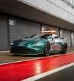 Duelo dos safety cars da F1: Mercedes ou Aston Martin?