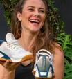 Paolla Oliveira usa tênis vegano de R$ 799,99