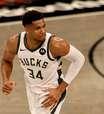 """Bucks luta contra desânimo após """"atropelo"""" do Nets"""