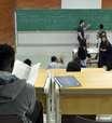 Taxa de alunos pretos com aprendizado adequado é menor do que a de brancos de mesma classe social