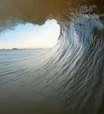 Lucas Silveira surfa onda capixaba perfeita em risco de extinção