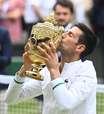 Djokovic bate 'azarão' e iguala recorde de Federer e Nadal