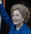 Atriz de 'The Crown' é exaltada por admitir não usar sutiã
