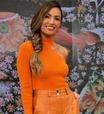 Patricia Poeta mostra como vestir tom sobre tom de laranja