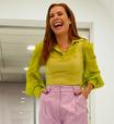 Fernanda Souza veste color blocking em neon e tom pastel